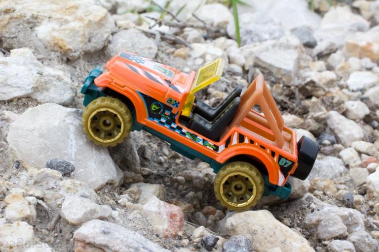 jeep-cj7-offroading-1